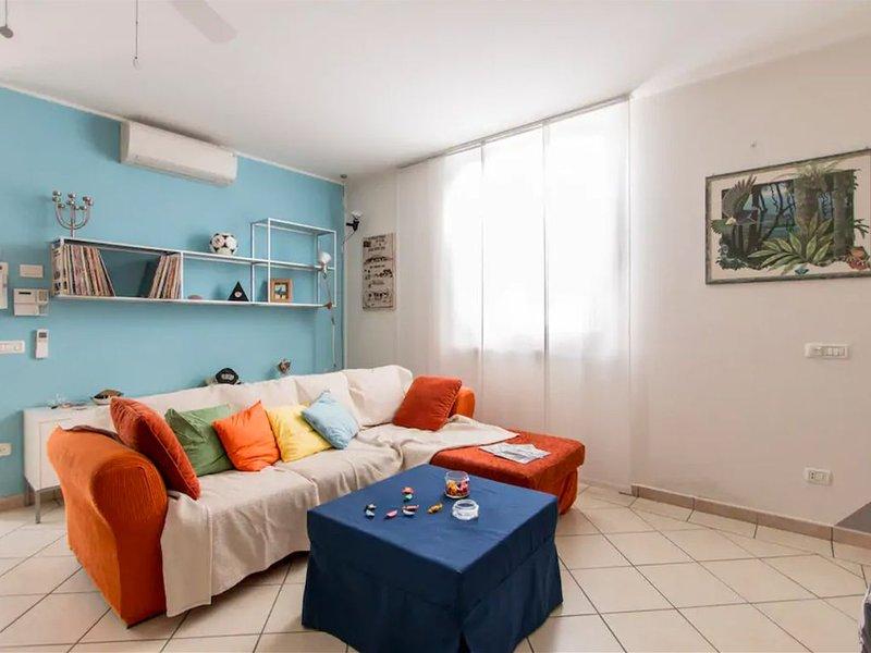 Villetta a 300 mt dal mare con patio esterno, holiday rental in Lido Di Camaiore