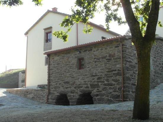 Casa Río Sarela para 8 personas (10 en cama supletoria de matrimonio), holiday rental in Oroso