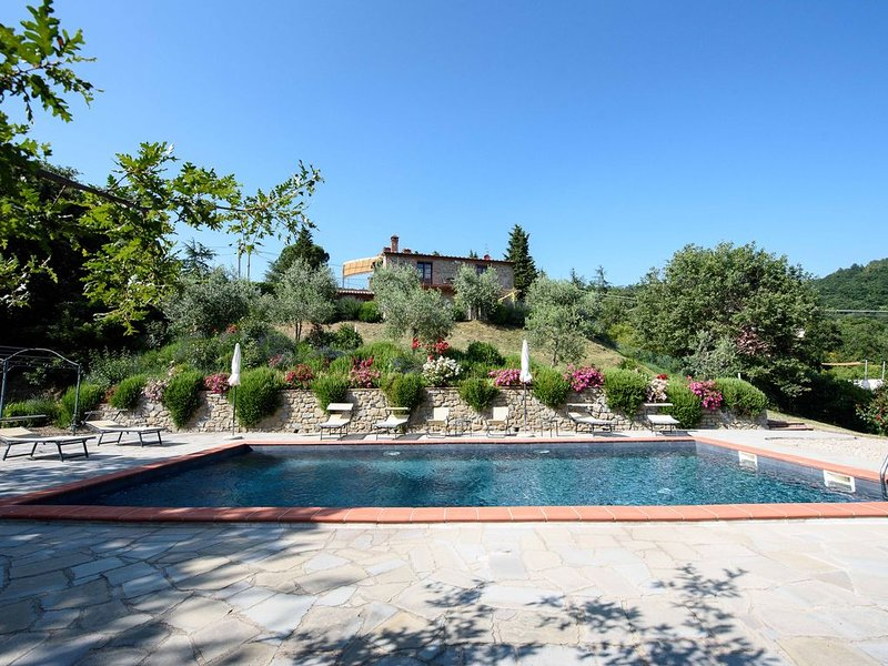 Villa for 10 people with pool with a 'truly wonderful' view to Lake Trasimeno, vacation rental in Lisciano Niccone