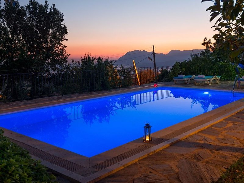 Stone House w/Private Pool, Great Views Across Valley To The Sea At Patara, casa vacanza a Islamlar