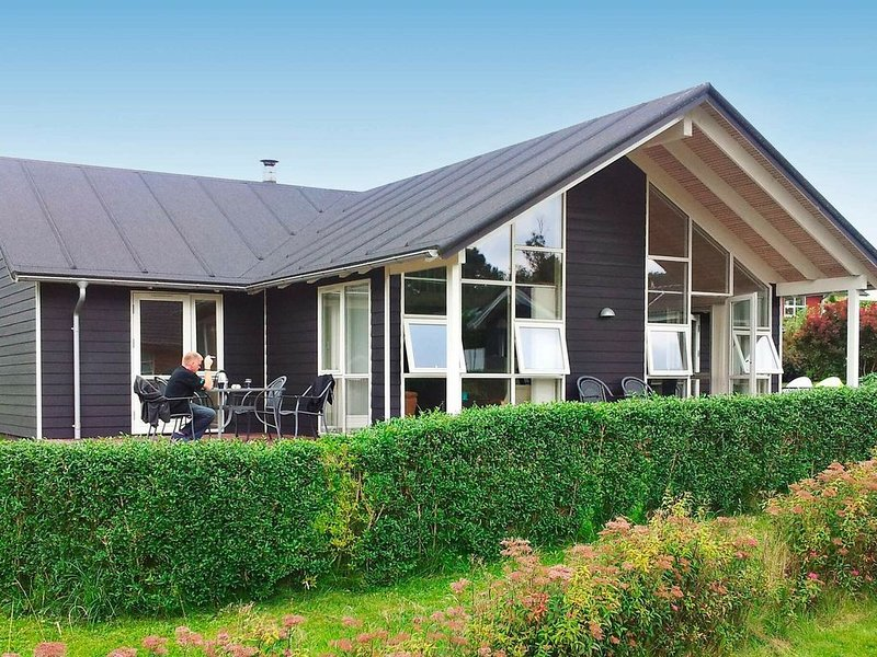 Luxurious Holiday Home in Aabenraa with Sauna – semesterbostad i Varnaes