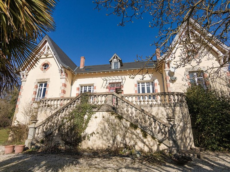 Beautiful Mansion with Private Swimming Pool in Aquitaine, vacation rental in Segur-le-Chateau