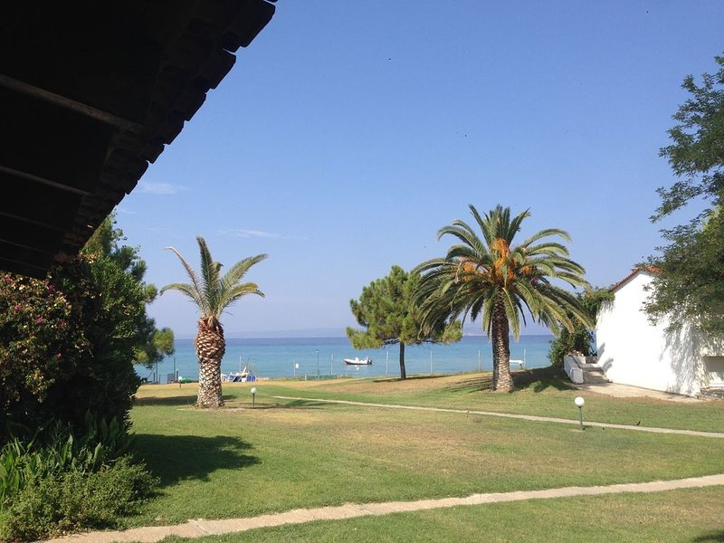Excellent Seafront Villa with Unique Area, holiday rental in Pefkohori