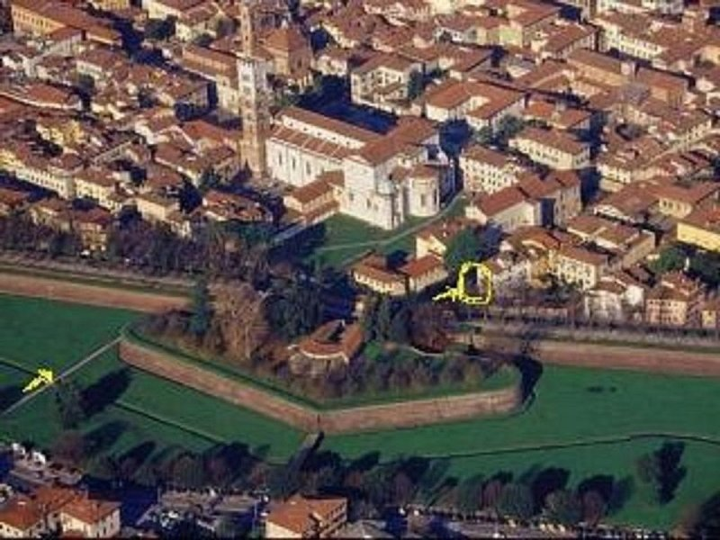 LUCCA CENTER, BRIGHT APARTMENT WITH ITS OWN GARDEN, casa vacanza a San Pietro in Campo