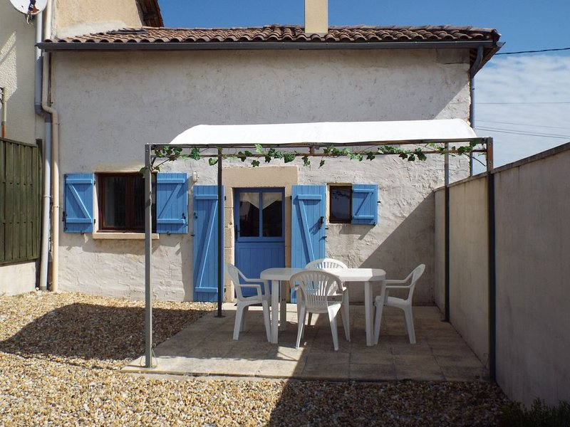 Fennel - Cottage With South Facing Views - Sleeps 3 (1 Bedroom), vacation rental in Chatenet