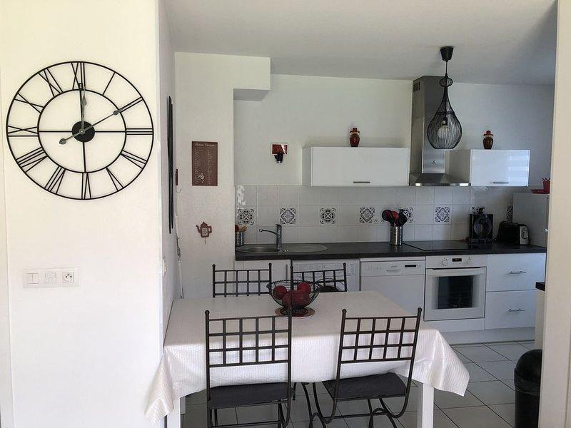 Appartement avec box privative dans résidence avec piscine et parking, location de vacances à Saint-Jean-de-Luz