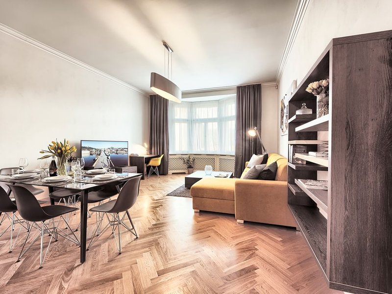 Modern and Spacious Two-Bedroom Apartment in the Centre - Milosrdnych, holiday rental in Roztoky
