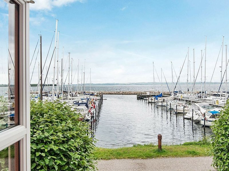 Cozy Cottage in Ebeltoft Jutland with Harbour view, location de vacances à Egsmark Strand