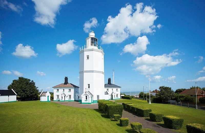 Ever wanted to stay in a lighthouse? Try this wonderful holiday cottage located, location de vacances à Kingsgate