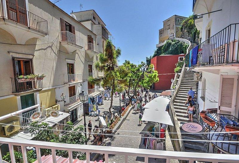 Casa Arenile, rimborso completo con voucher*: Un luminoso e allegro appartamento, vacation rental in Positano