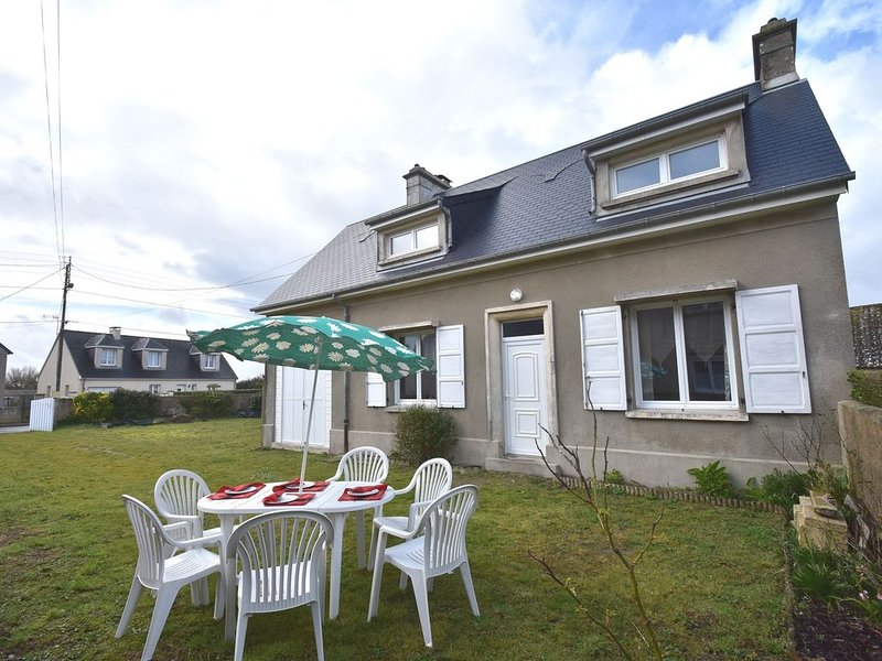 Modern Holiday Home near Sea in Normandy, vacation rental in Fontenay-sur-Mer