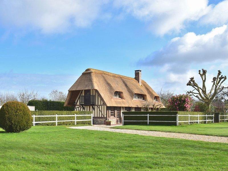 Gorgeous Norman half-timbered house with heated swimming pool, sauna, bar, billi, aluguéis de temporada em Les Preaux
