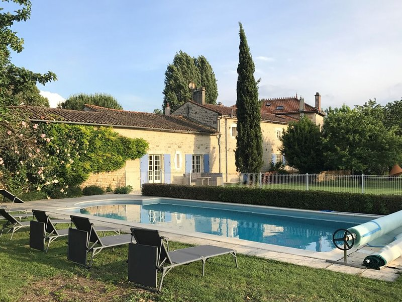 Lovely stone house large private heated pool and gardens, ideal for families, vacation rental in Thorigne