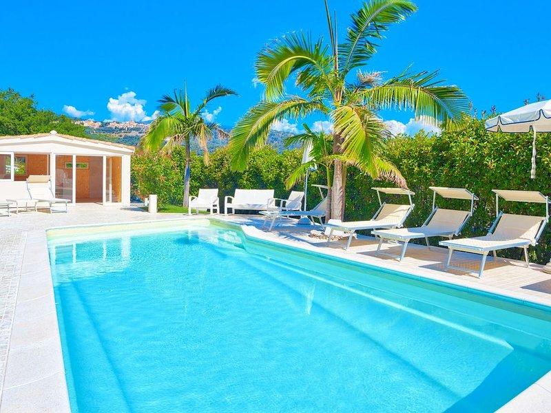 Villa Emanuele Costarainera: splendid moderna villa, per 16, con giardino, pisci, location de vacances à Lingueglietta