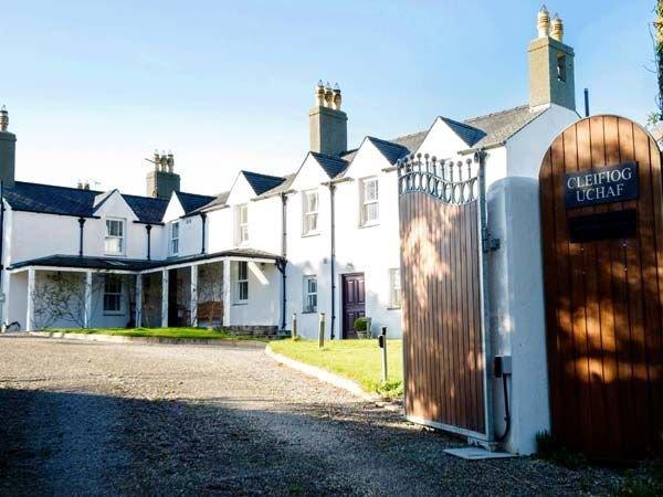 Hen House, VALLEY, location de vacances à Llanfachraeth