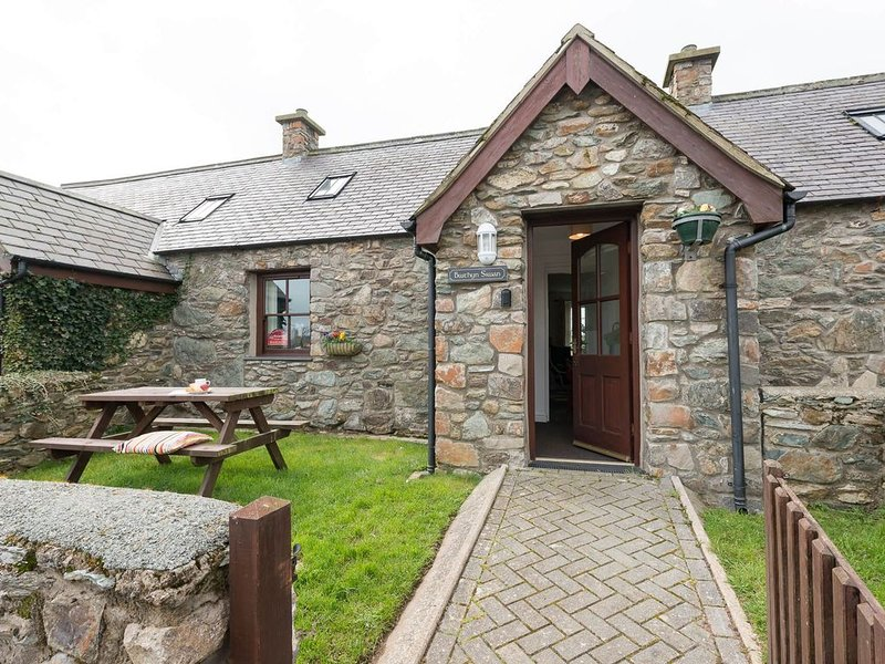 Bwthyn Siwan -  a pet friendly that sleeps 4 guests, location de vacances à Aberffraw