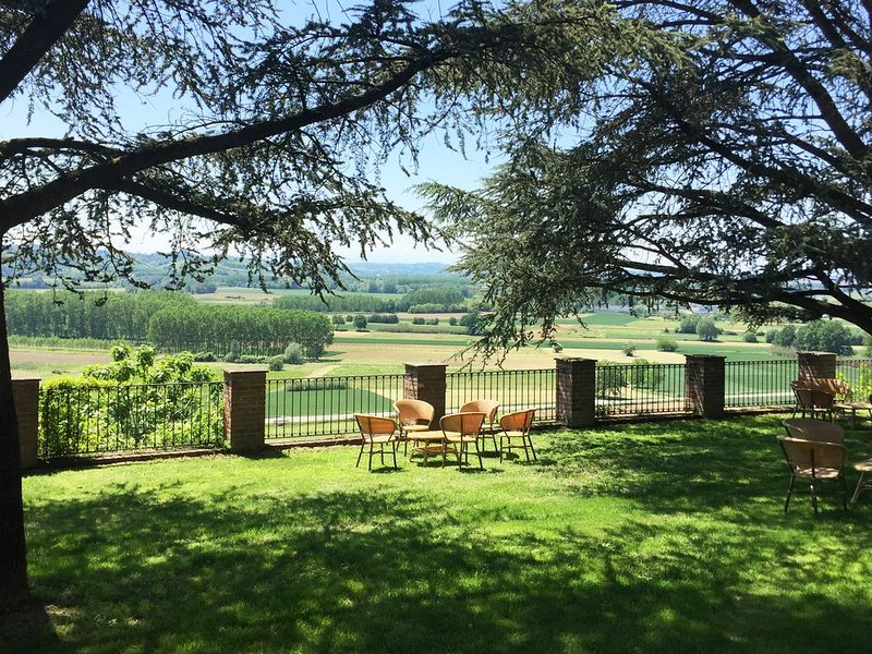 Charming Villa in Monferrato hills, vacation rental in Refrancore