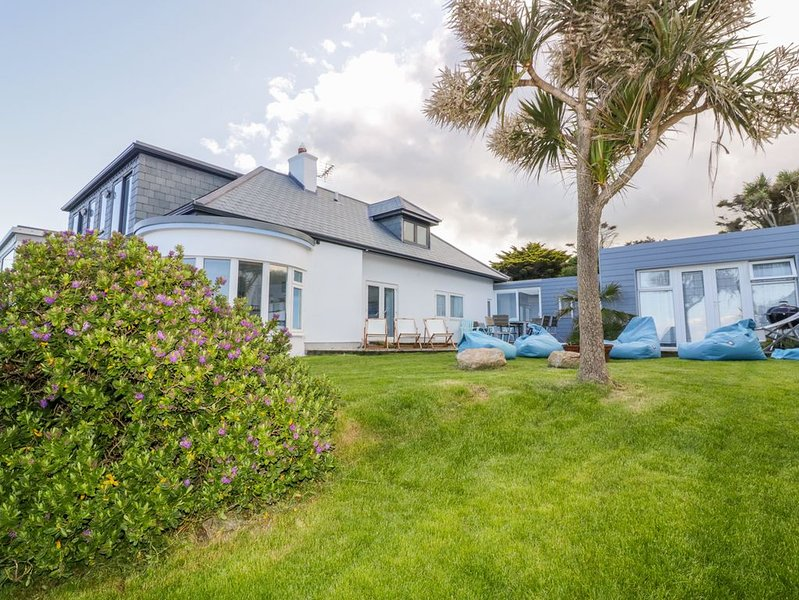Blue Bay Beach House, MAWGAN PORTH, location de vacances à St. Mawgan