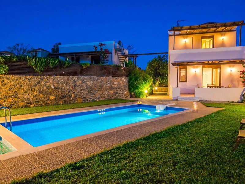 Gasparakis villas, Dafni with garden and private pool, holiday rental in Lefkogia