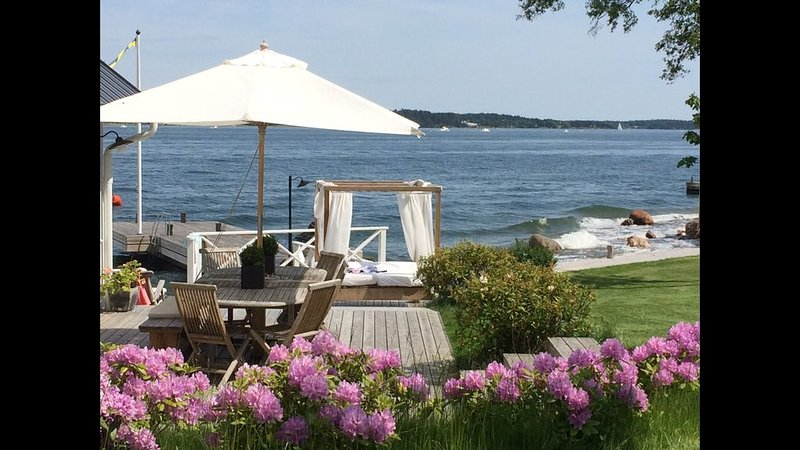 Luxury Sea Side Villa - Private Beach and Jetty - Lovely Ocean View – semesterbostad i Åkersberga