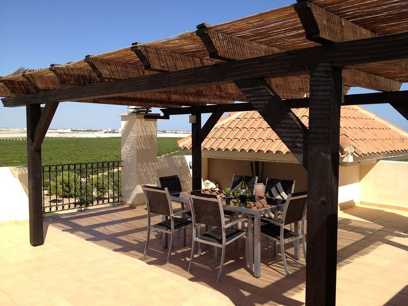 Penthouse With Free WiFi and Views Of Golf Course And Mar Menor, vacation rental in San Javier