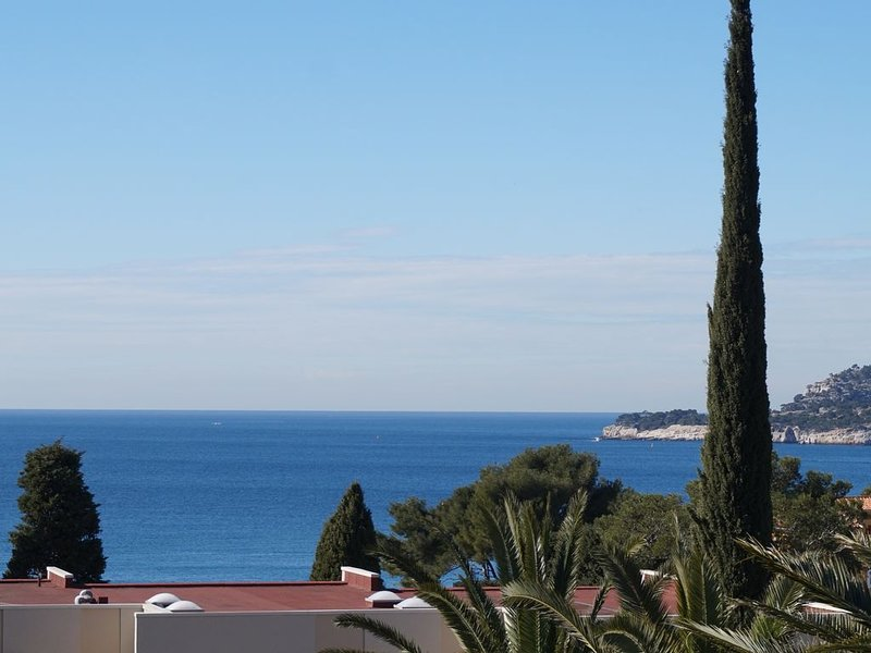 CASSIS, Appartement Dans La Résidence Le Grand Large, Quartier Triangle Or., holiday rental in Cassis