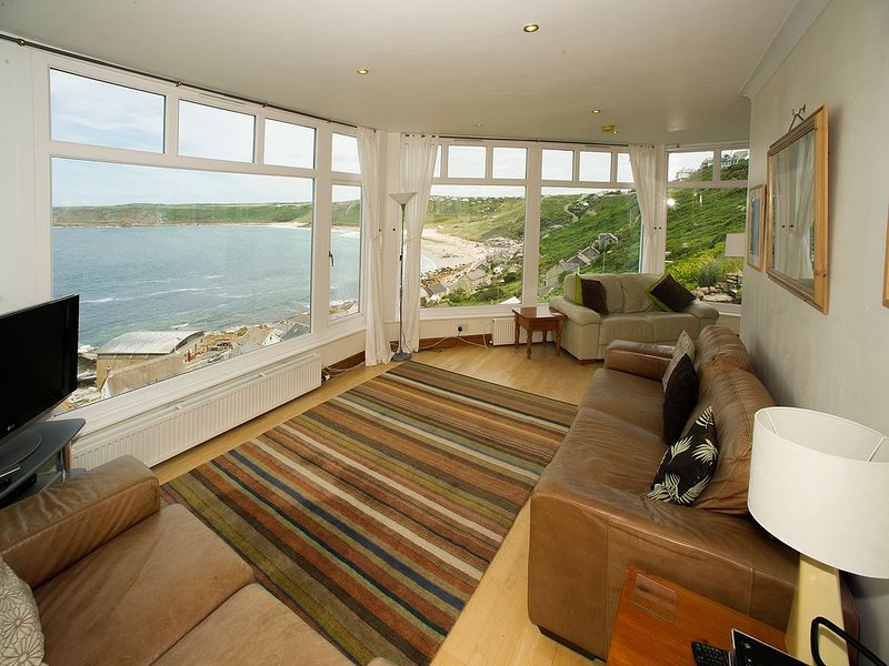 Wonderful Apartment overlooking Sennen Cove, Exceptional Sea Views, vacation rental in Sennen Cove