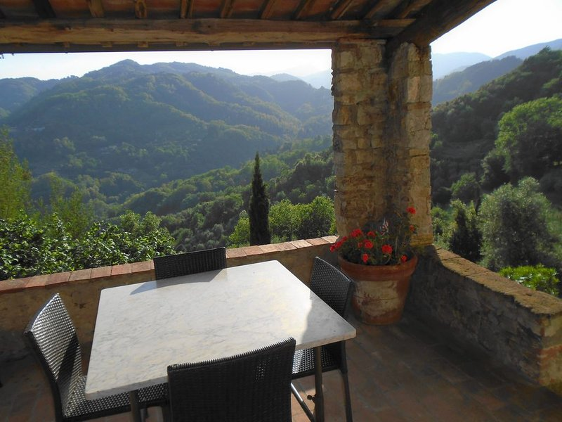 Spacious Character Property in Superb Setting, holiday rental in Borgo a Mozzano