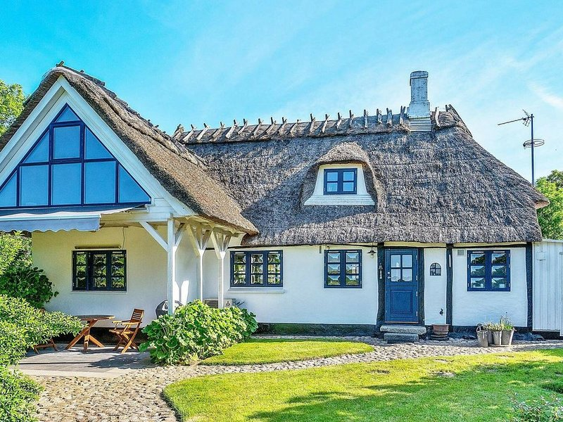 Traditional Holiday Home in Syddanmark with Sea Nearby, Ferienwohnung in Marstal