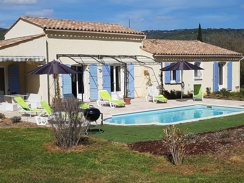 maison / villa avec piscine privee et jardin sans vis- a -vis au calme, holiday rental in Villecroze