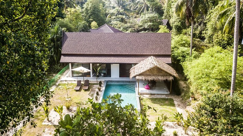 VILLA  700M PLAGE / COMMERCES , PLAIN -PIED, 2 CHAMBRES, PISCINE PRIVEE, holiday rental in Ko Pha Ngan