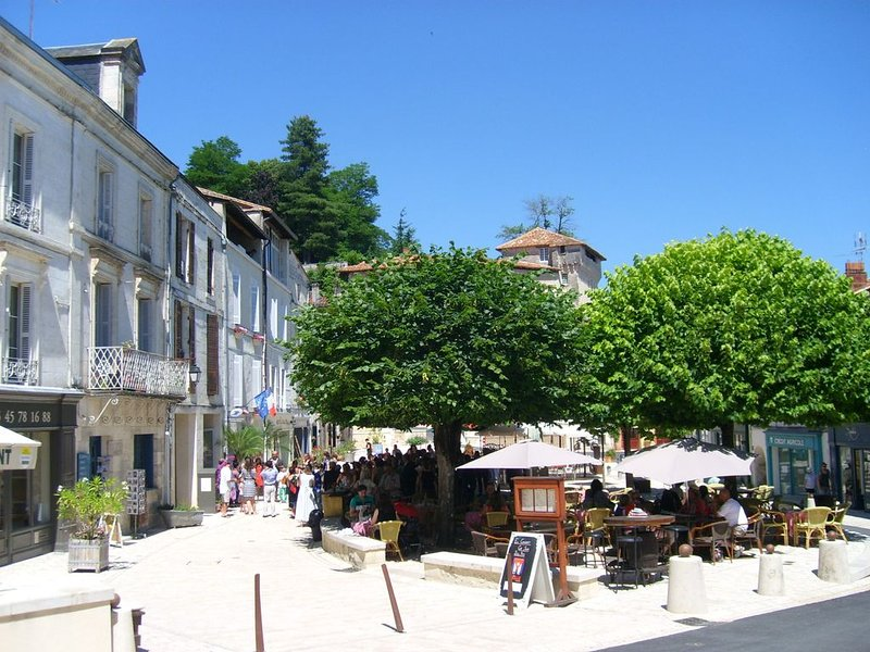 The village square at nearby Aubeterre-sur-Dronne