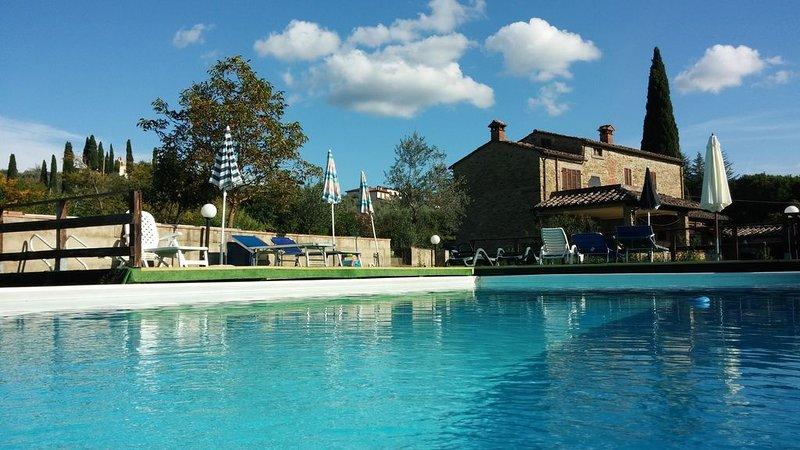 Casale del 17° secolo con piscina, Wi-Fi e aria condizionata, location de vacances à Arezzo