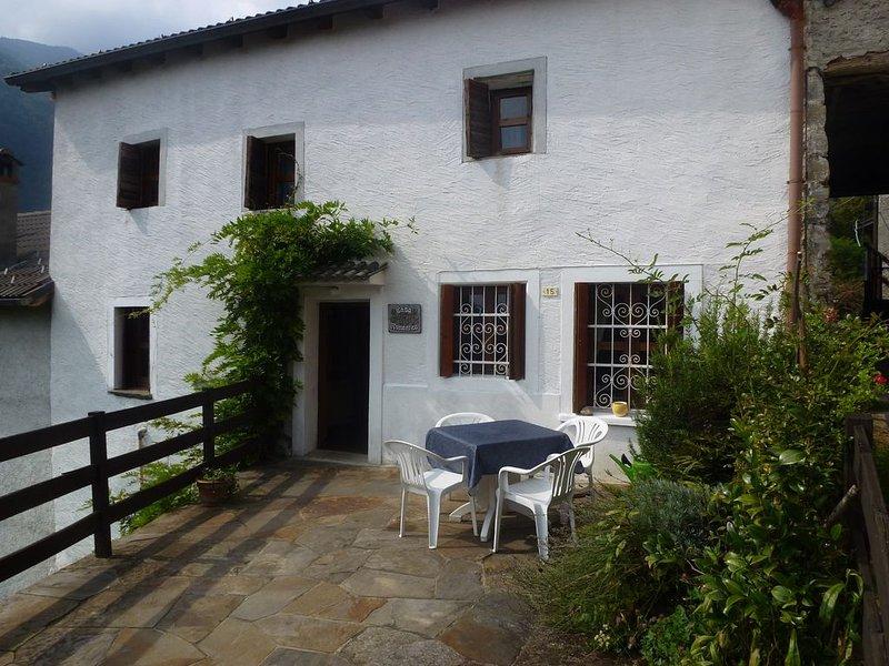 Rustikales Domizil mit schöner, großer Terrasse für max. 4 Pers., vacation rental in Province of Verbano-Cusio-Ossola