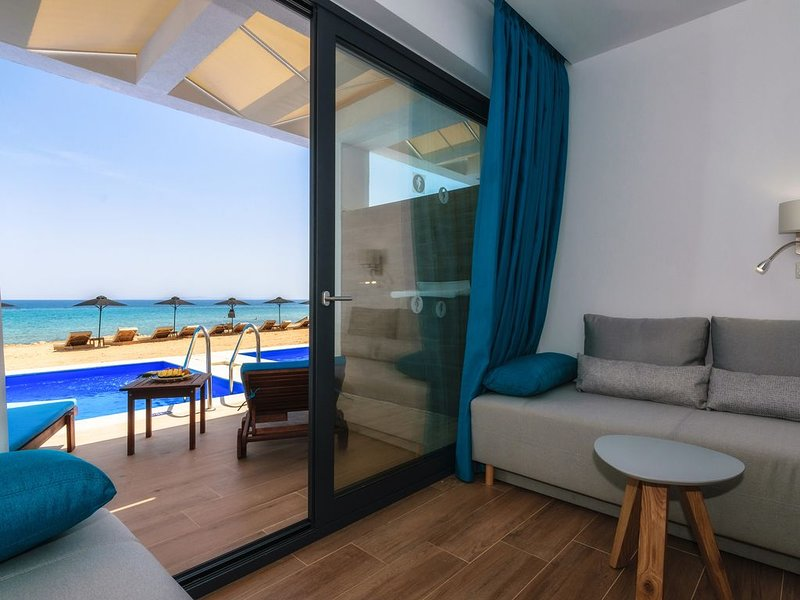 Luxury Beach Suite with Private Pool, casa vacanza a Psarou
