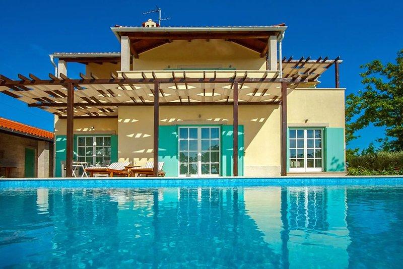 beheiztes Schwimmbad, Whirlpool, 2 Tennisplätze, holiday rental in Butkovici