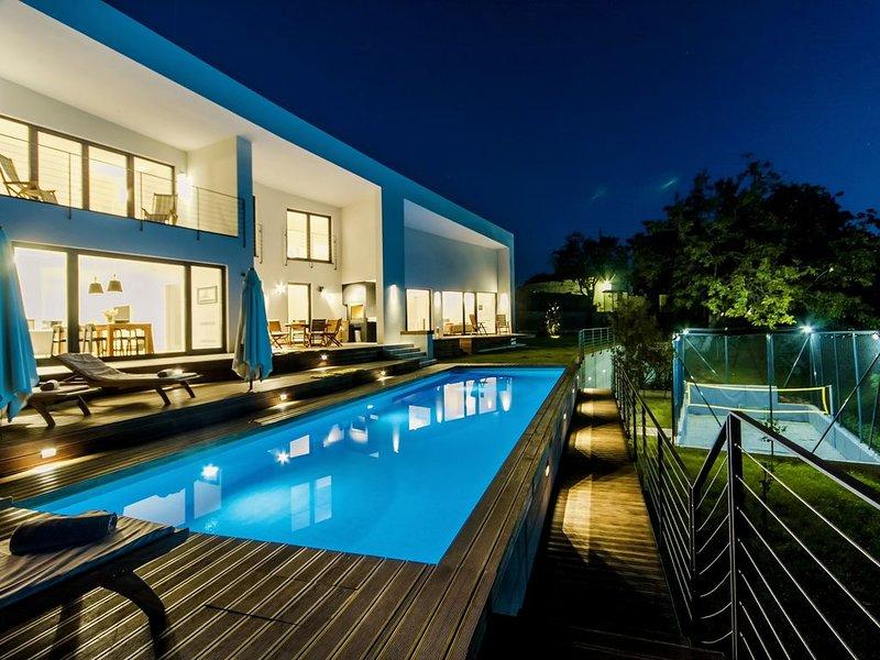Moderne Villa mit beheizten Pool, Whirlpool, Volleyballplatz und Mini-Fußball, location de vacances à Stokovci