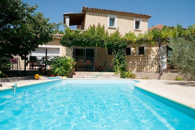 Maison très agréable, spacieuse et bien équipée - 1000 m2 de terrain, location de vacances à Cavillargues