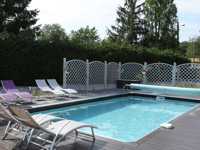 Belle villa 4 épis, spas sauna, piscine 29° dans environnement préservé, holiday rental in Brionne