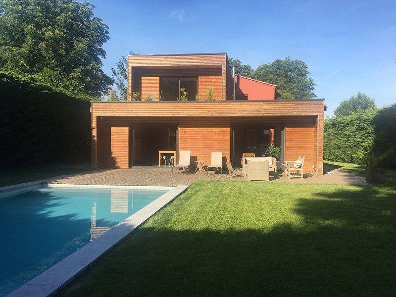 Villa moderne 200m2, 5 chambres, piscine, 12mn d'Aix en Provence, aluguéis de temporada em Vitrolles