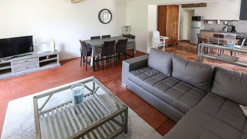 Comfortable lounge, charming and equipped