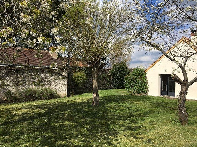 Charme et modernité, Rénové en 2017, Aux portes de Chambord (900 m), casa vacanza a Montlivault