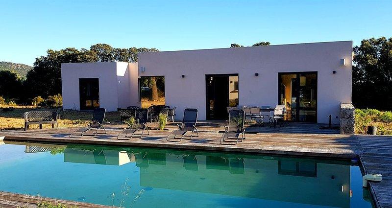 Villa d'architecte climatisée au calme avec piscine privée, 4 km de la plage, alquiler vacacional en Ville-di-Paraso
