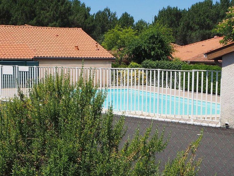 Maison avec piscine proche Biarritz, Hossegor,plage, forêt, vacation rental in Capbreton