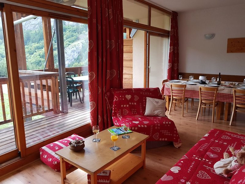 Valloire : Résidence à 5 mn des pistes -Piscine-sauna Appartement 8-10 per, holiday rental in Valloire