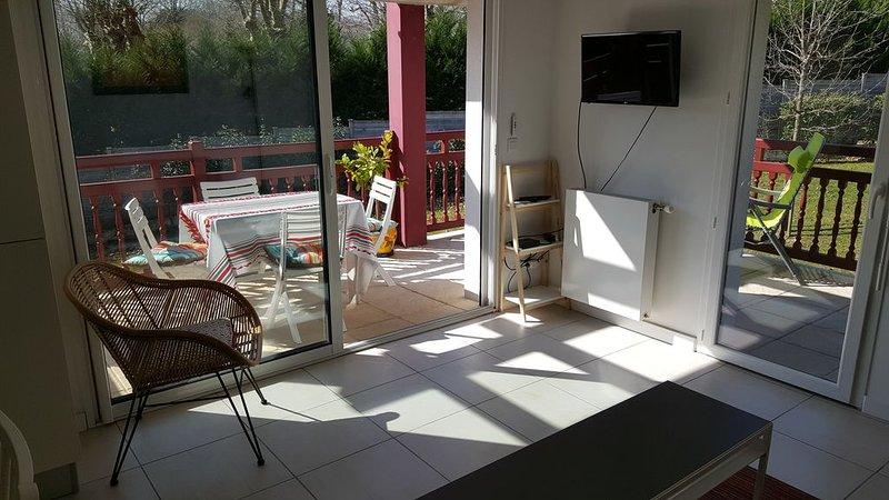 Appartement dans une résidence calme, holiday rental in Urrugne