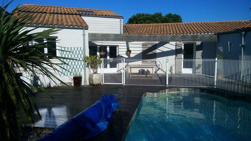Maison spacieuse et calme avec piscine chauffée à Angoulins, alquiler vacacional en La Jarne