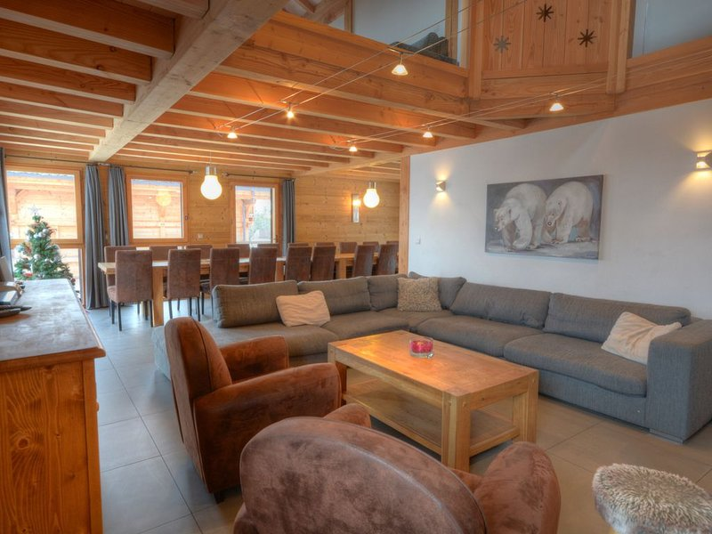 Chalet d'exception 20 pers au pied des pistes du Grand Massif avec jardin, holiday rental in Grand Massif