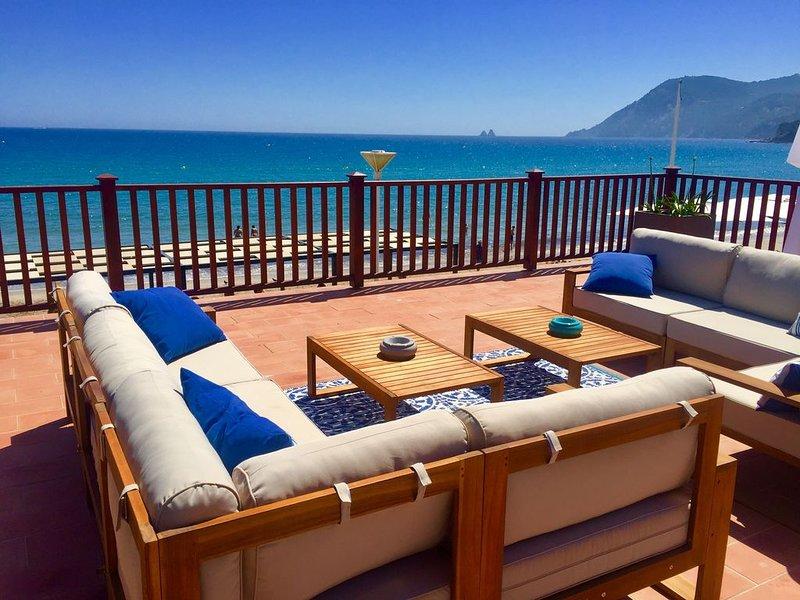 Pied dans l'eau, accès direct plage, vue mer panoramique, casa vacanza a La Seyne-sur-Mer