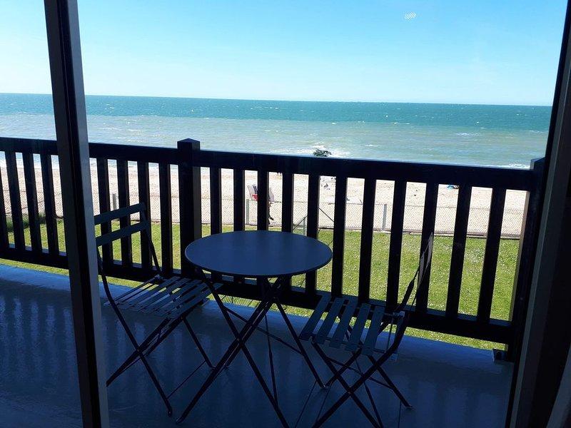 Blonville bel appartement pleine vue  mer à 10 minutes de Deauville, location de vacances à Deauville
